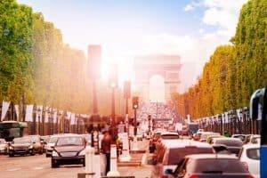 Citytrip Parijs met de auto of trein?